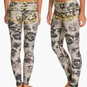 Teeki Desert Rose Yoga Leggings Hot Pants Sz L
